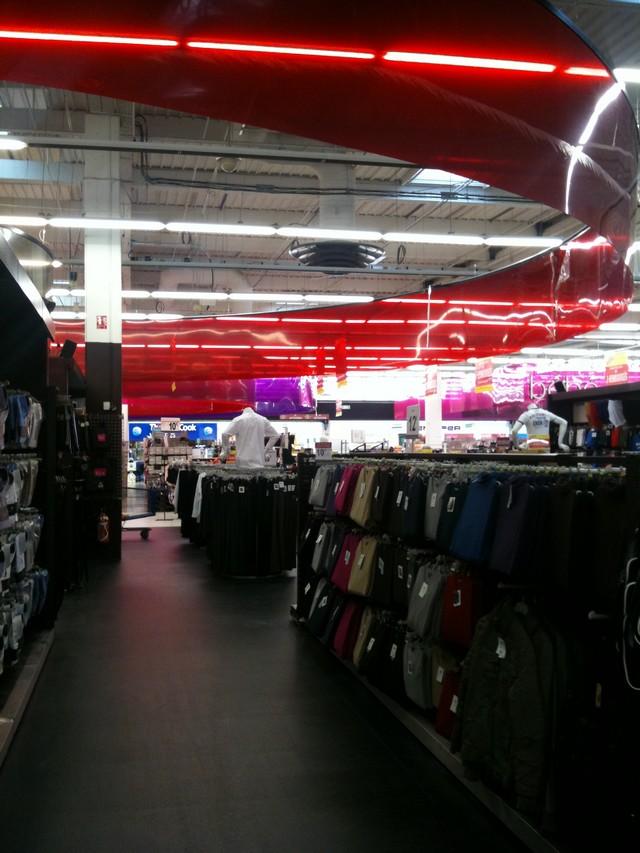 Carrefour Planet La Ville du Bois textile