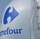 Carrefour devant Intermarché