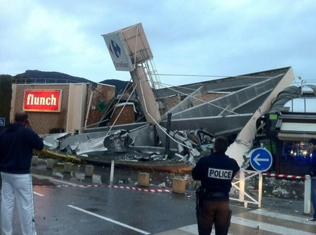Carrefour Lingostiere effondre