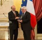 Gérard Dorey reçoit la Victoire Nationale des Autodidactes
