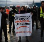 Black Friday : les Amis de la Terre et d'Action Non-Violente COP21 contre Amazon