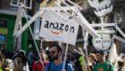 Les Amis de la Terre accusent Amazon de profiter de la crise du COVID-19 au risque de l'aggraver
